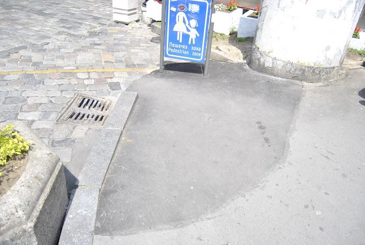 Поправка тротоара и постављен знак за пешачку зону Фото: Београдске.рс