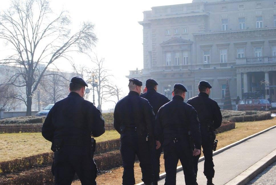 Припадници полиције уочи протеста