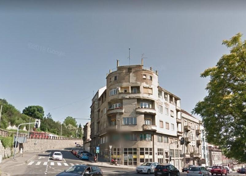Карађорђева 1, једна од најупадљивијих зграда када се посматра са шеталишта на Калемегдану ускоро под скелама. Фото: Гугл